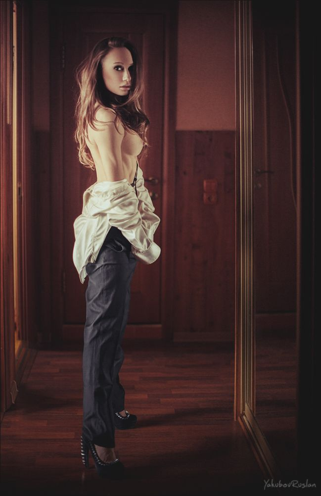 devushka-razdelas-polnostyu-pered-fotografom-striptiz-na-ulitse-video