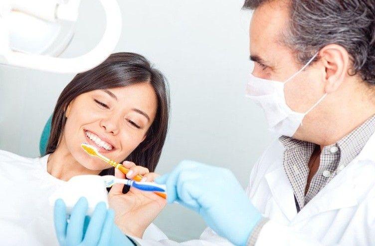 photodune-1303141-dentist-teaching-to-brush-teeth-m.jpg