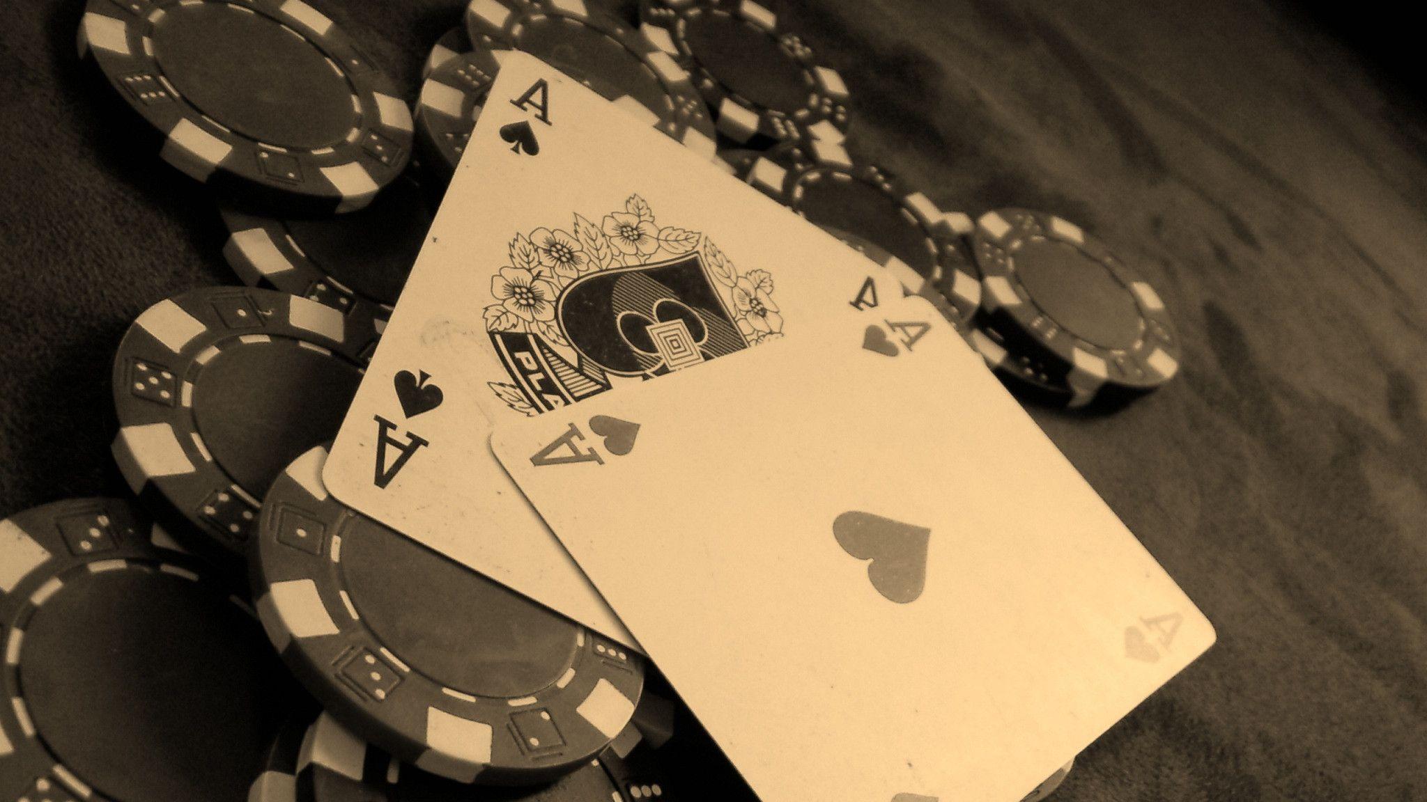 5601224-poker-wallpaper.jpg
