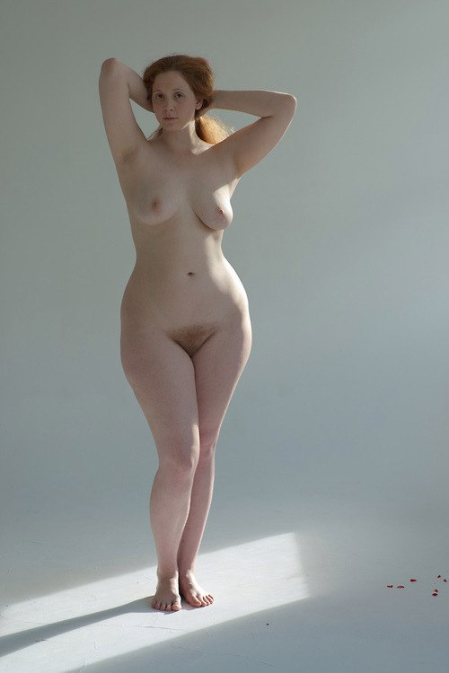 wimon-small-waist-wide-hips-women-nude