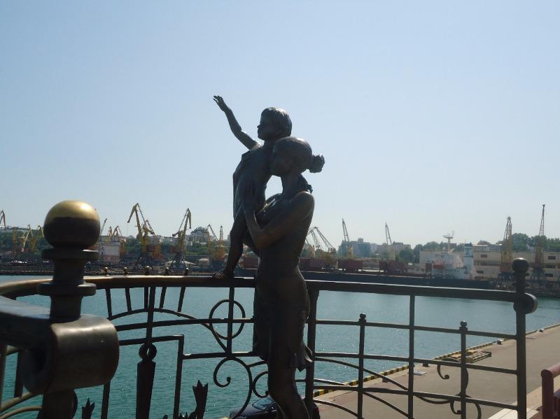 Памятник «Жене моряка» в Одессе