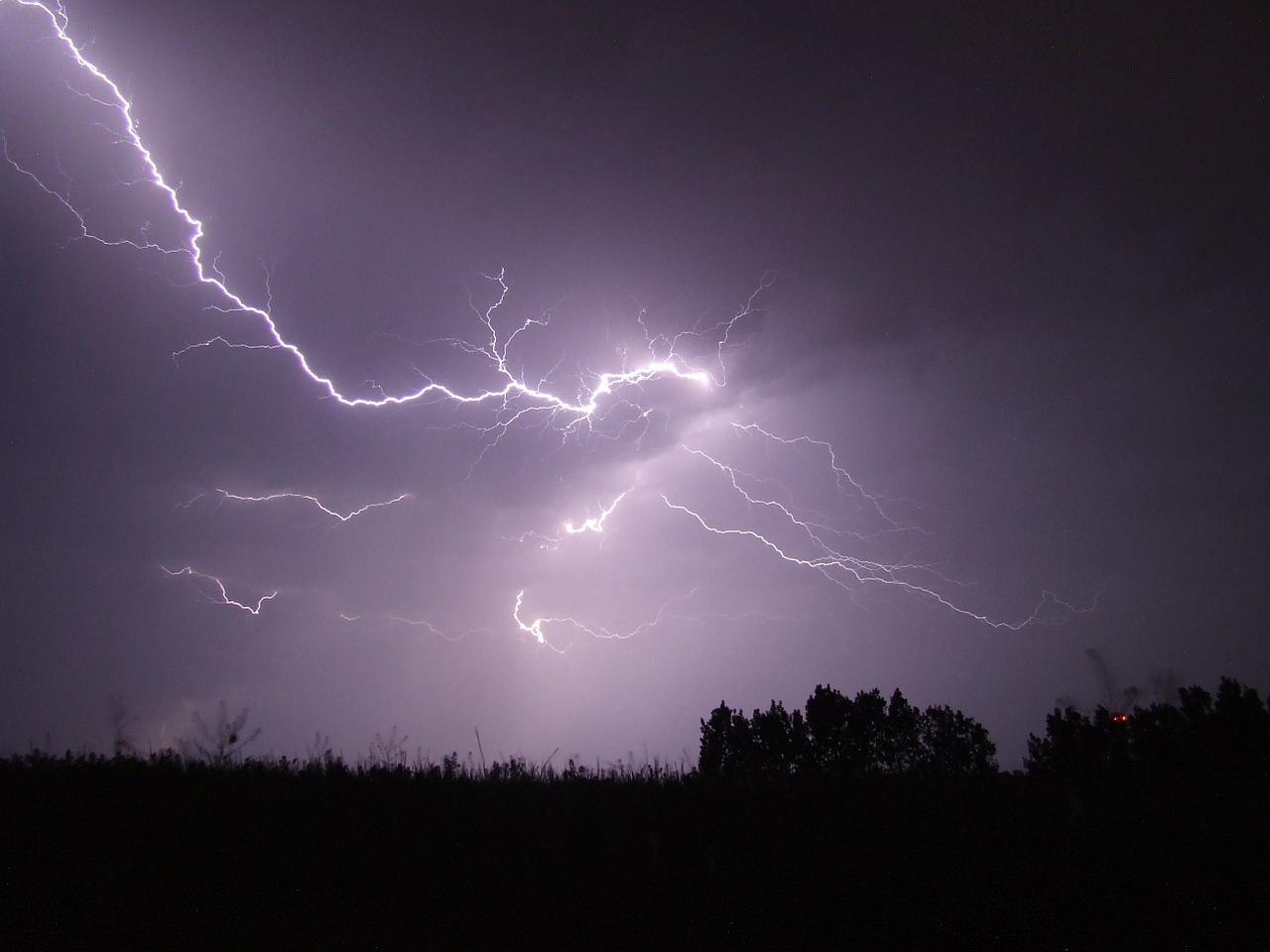 lightning-342341_1280.jpg