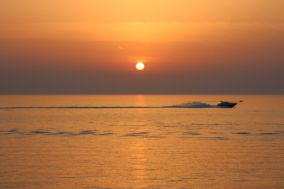 sunset-2902321_960_720.jpg