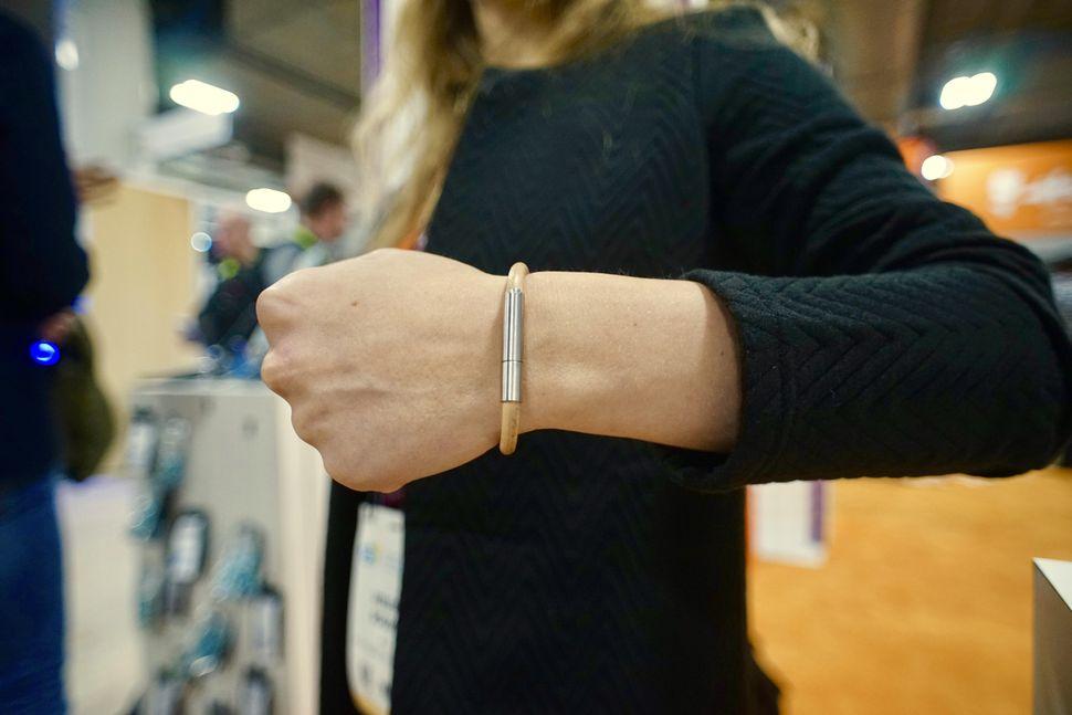 invi-bracelet.jpg