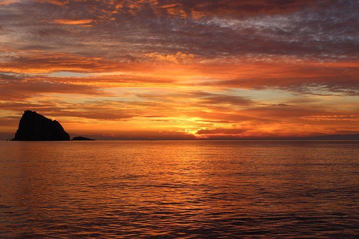 sunset-1198134__480.jpg