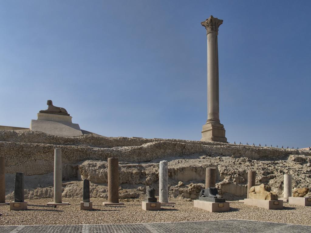 alexandria-pompeys-pillar.jpg