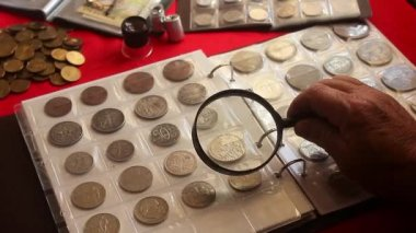depositphotos_166450486-stockvideo-pagina-voor-numismatiek-album-met.jpg