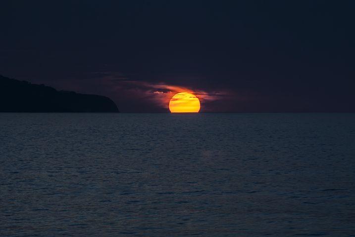 sunset-1651878__480.jpg