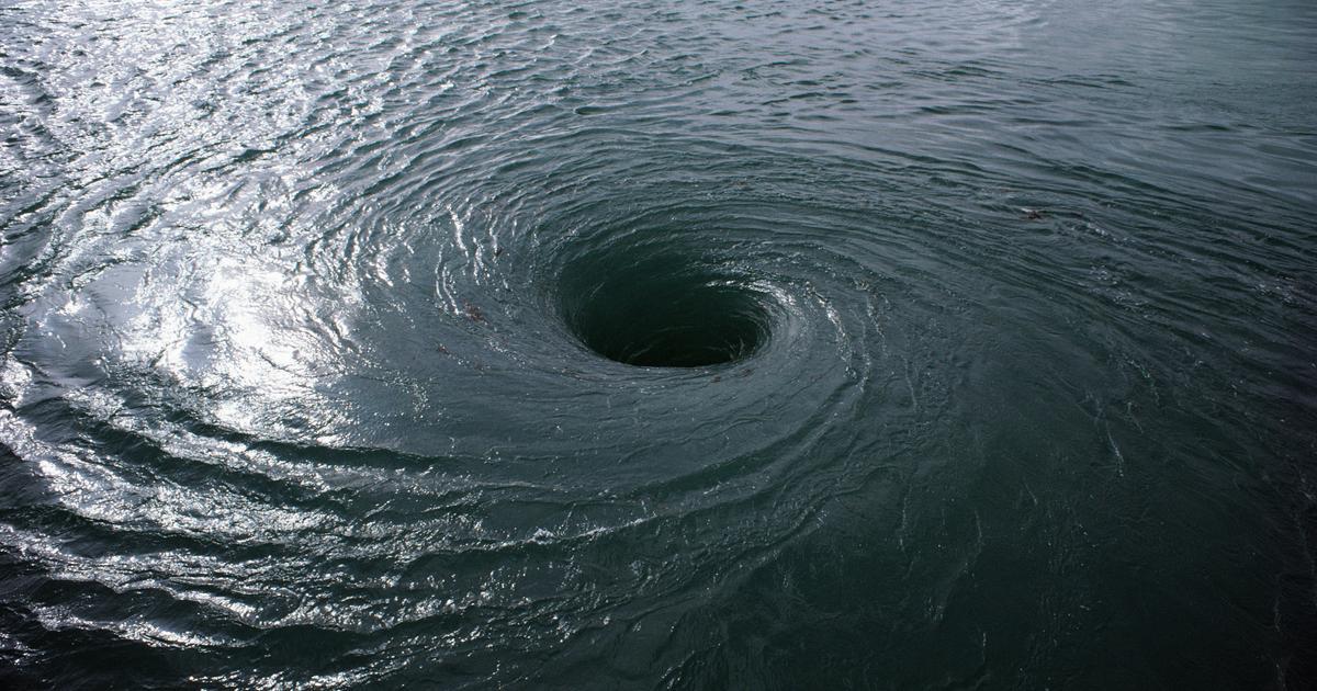 водоворот на море фото это доставляет еще