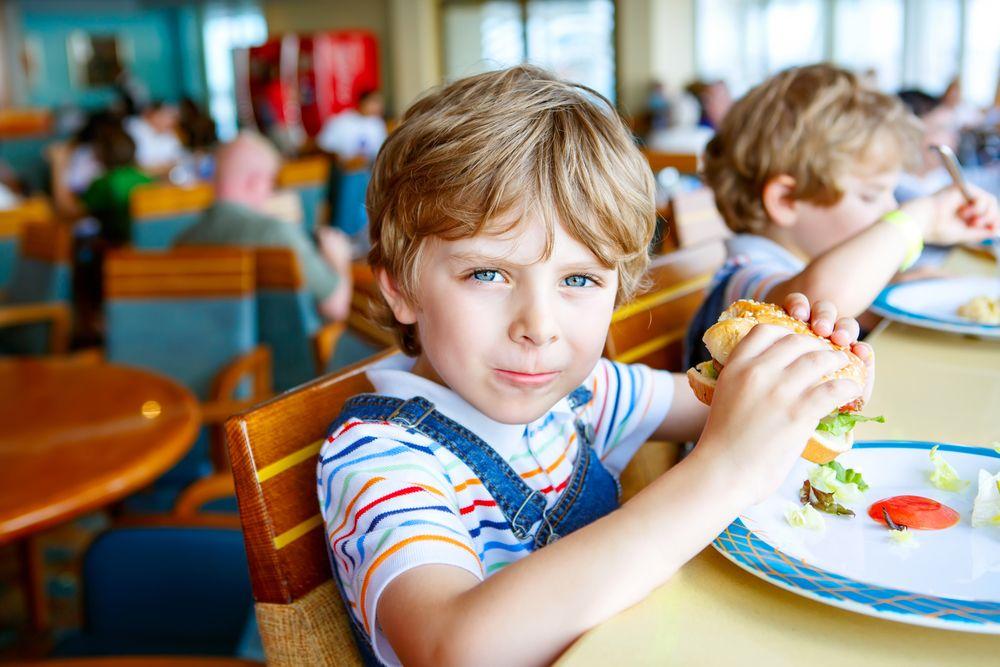 Картинки по запросу школьники едят