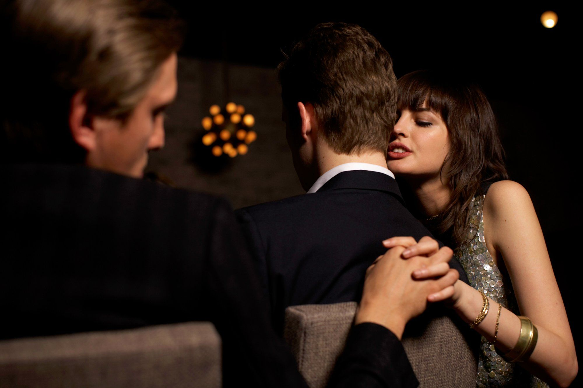 мужчина наденет истории о супружеской измене определить