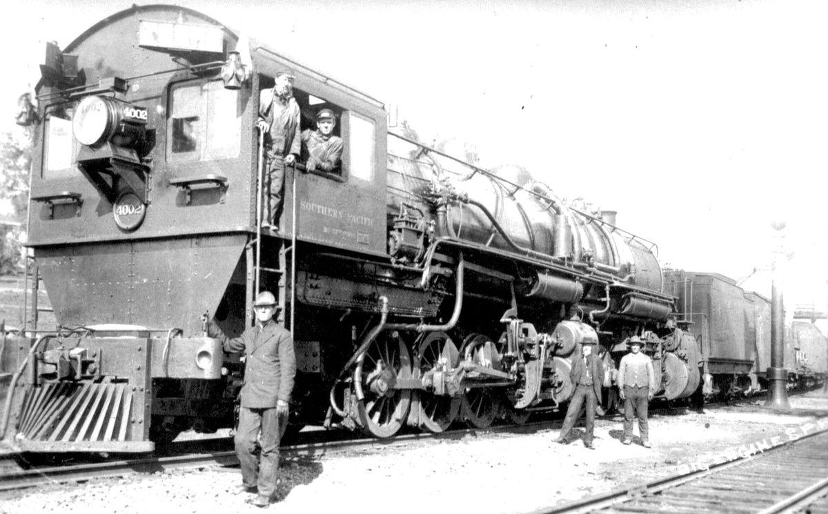 Southern_Pacific_reverse_cab_locomotive_4002.jpg