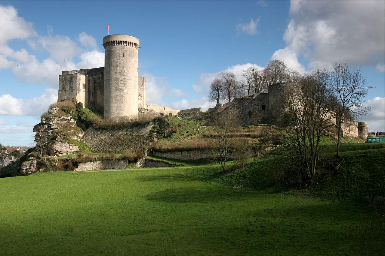 1280px-Chateau-falaise-calvados.jpg