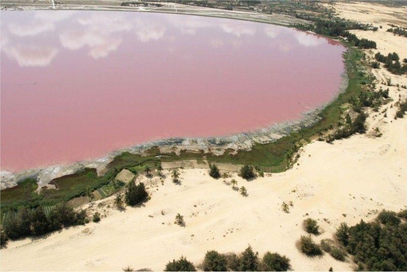 1-Розовое озеро Ретба в Сенегале.jpg