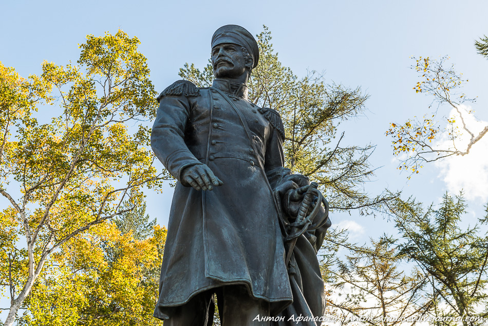 Памятник адмиралу Невельскому
