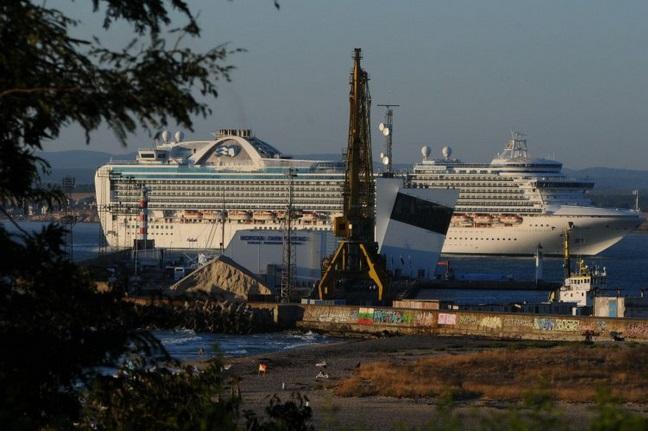 круизен-кораб-акостира-в-бургас-25085.jpg