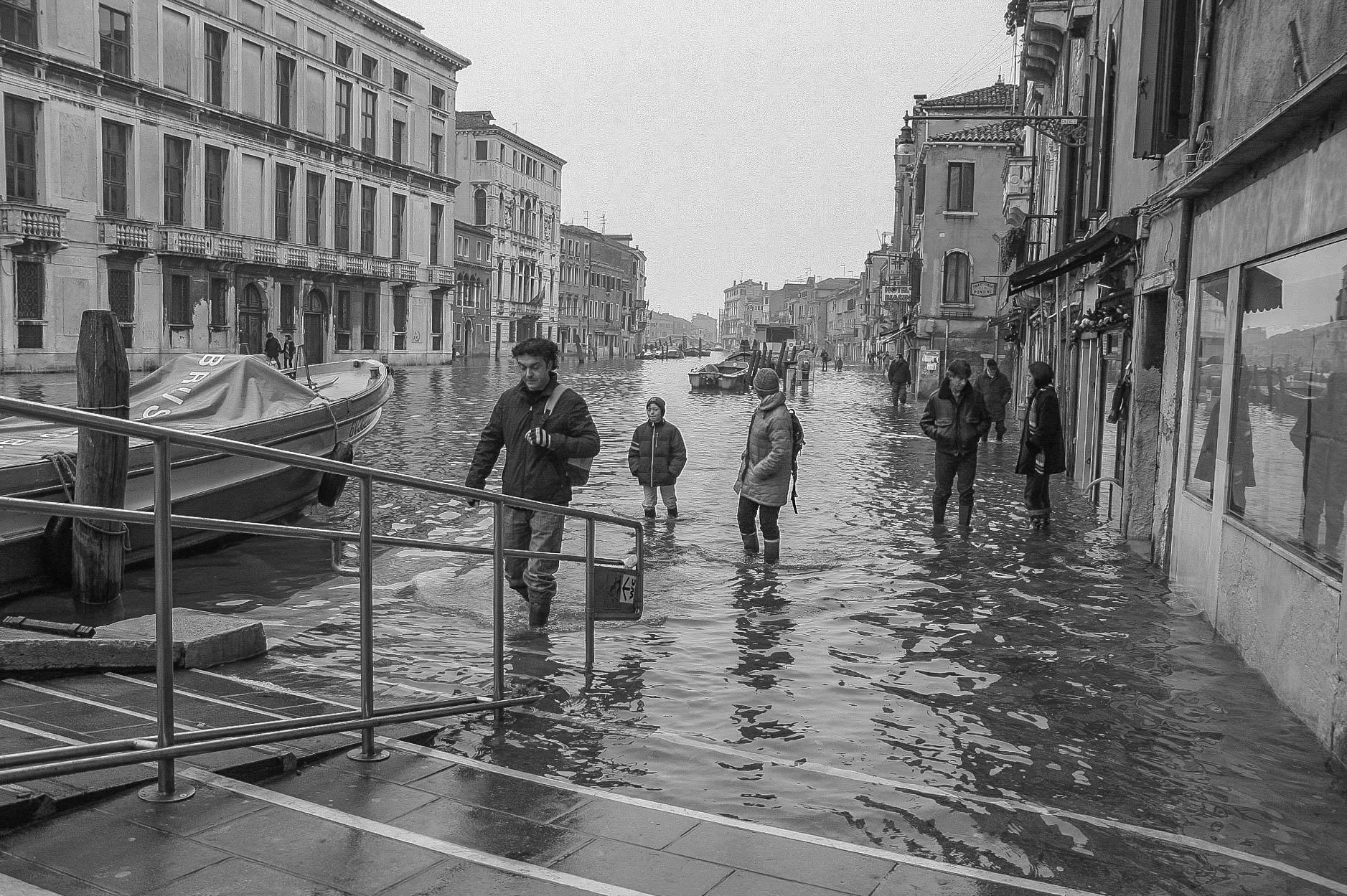 [ФОТОПРЕМИЯ] Обычная высокая вода в Венеции