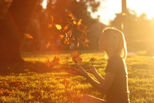 wpid-autumn-cute-fall-girl-leaves-favim-com-341714_2.jpg