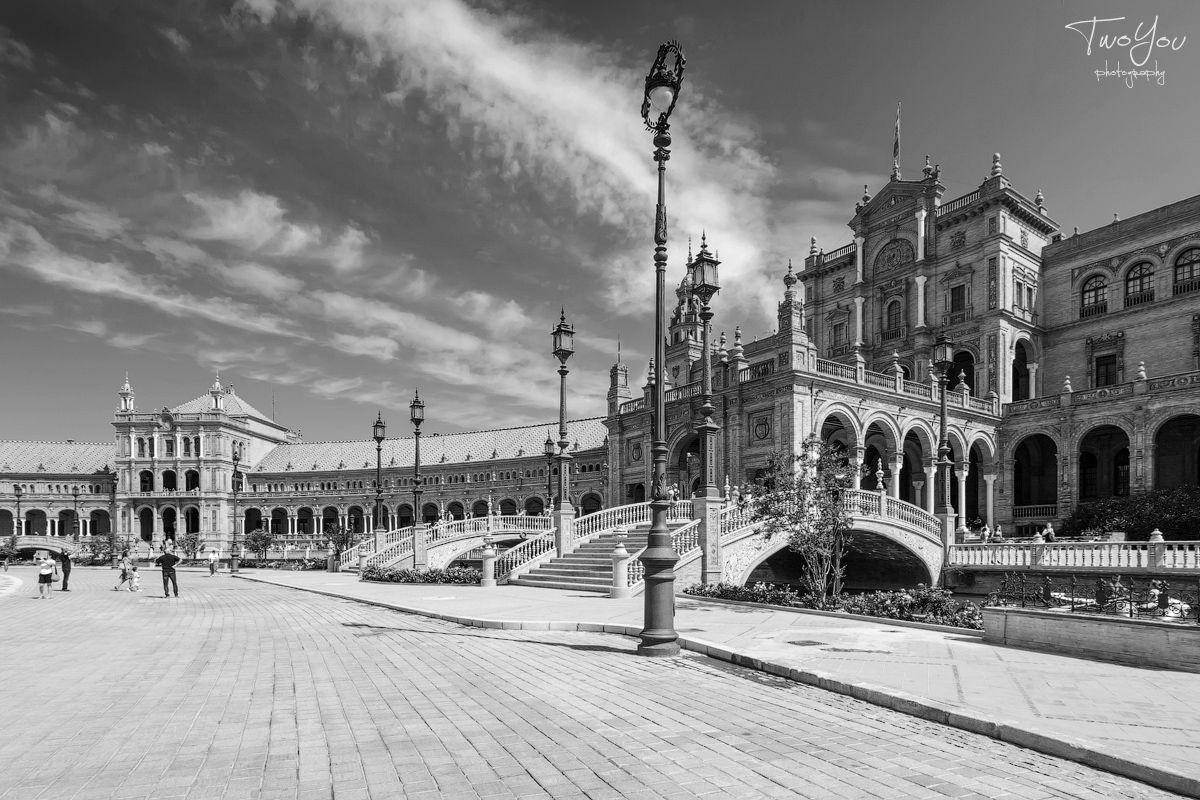 День черно-белой фотографии: площадь Испании, Севилья.
