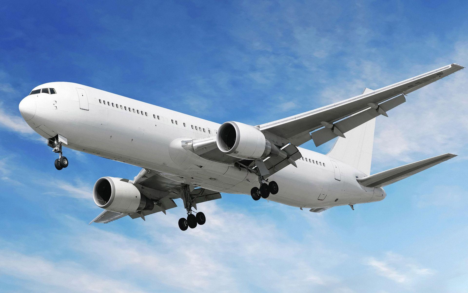Aviation_The_aircraft_on_landing_approach_015824_.jpg