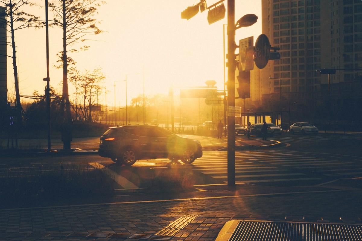 traffic_junction_crossroad_urban_city_street_car_sunlight-893027.jpg!d.jpg