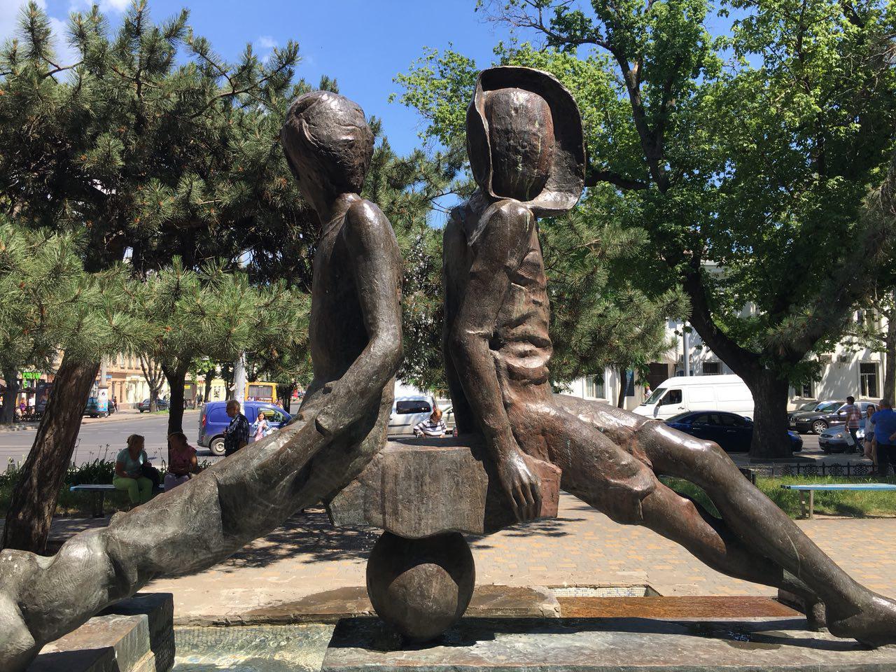 Памятник двум одесским мальчуганам