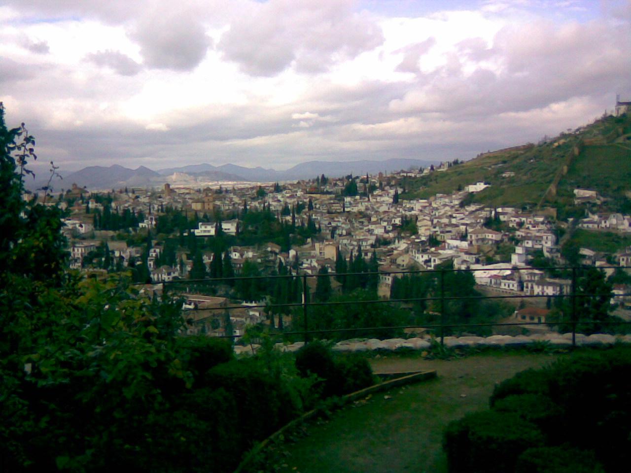 Вид на Гранаду с крепости.jpg