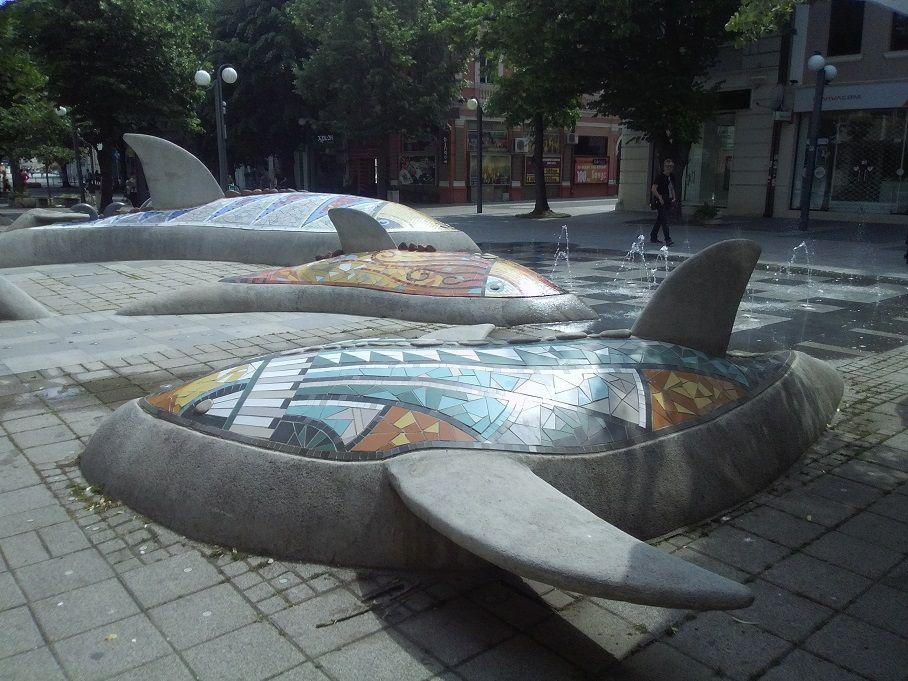 """Конкурс от @lira """"Памятники и фонтаны в городе"""". Сухой фонтан """"Дельфины"""""""