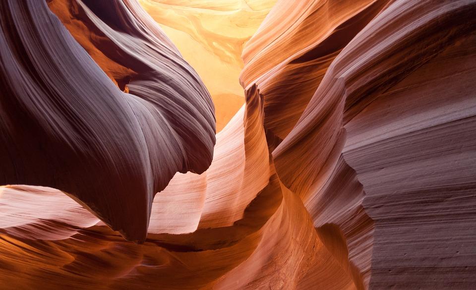 https://cdn.pixabay.com/photo/2016/01/08/18/00/antelope-canyon-1128815_960_720.jpg