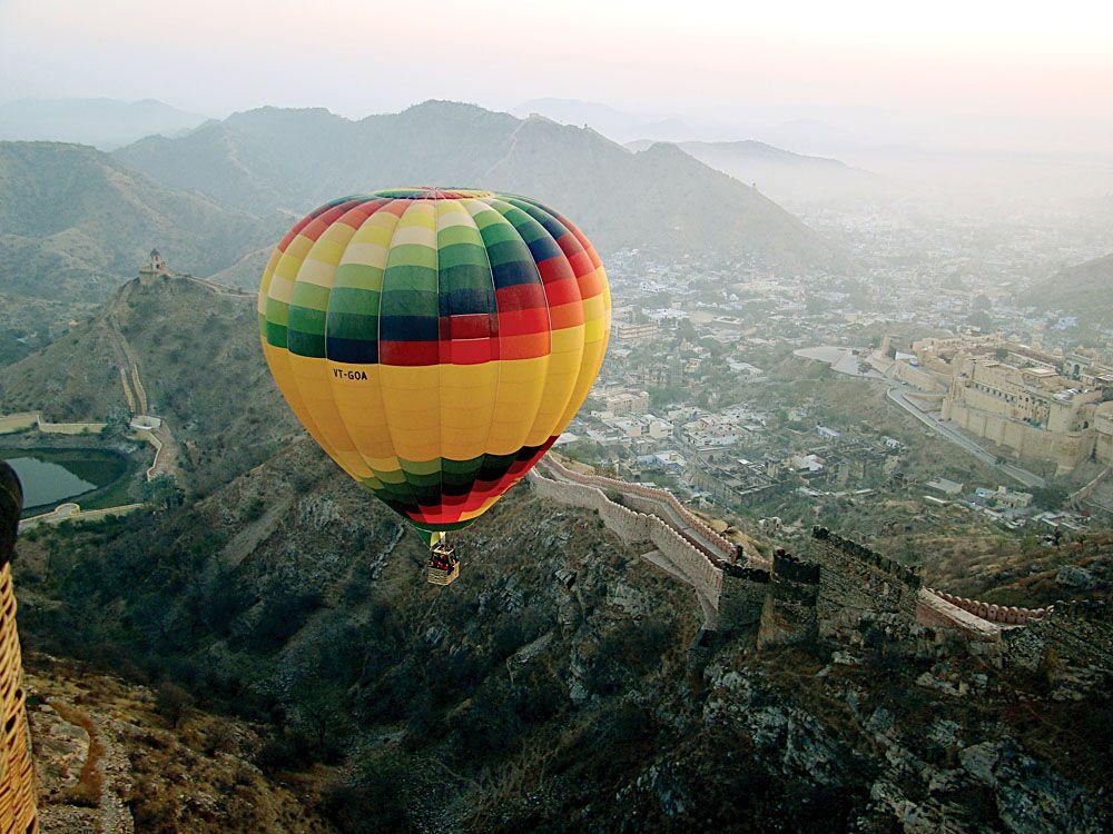 Sky-Waltz-Balloon-Safari-Flying-Over-Amber-For-India.jpg