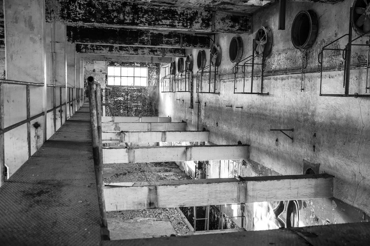 abandoned-2082447_1280.jpg