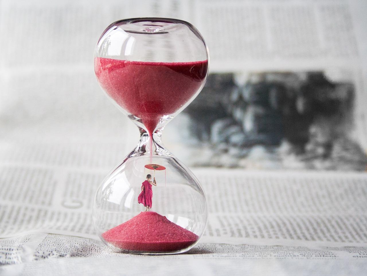 hourglass-1875812_1280.jpg