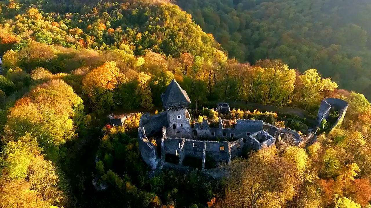 Замок Поганой Девы или Невицкий замок.