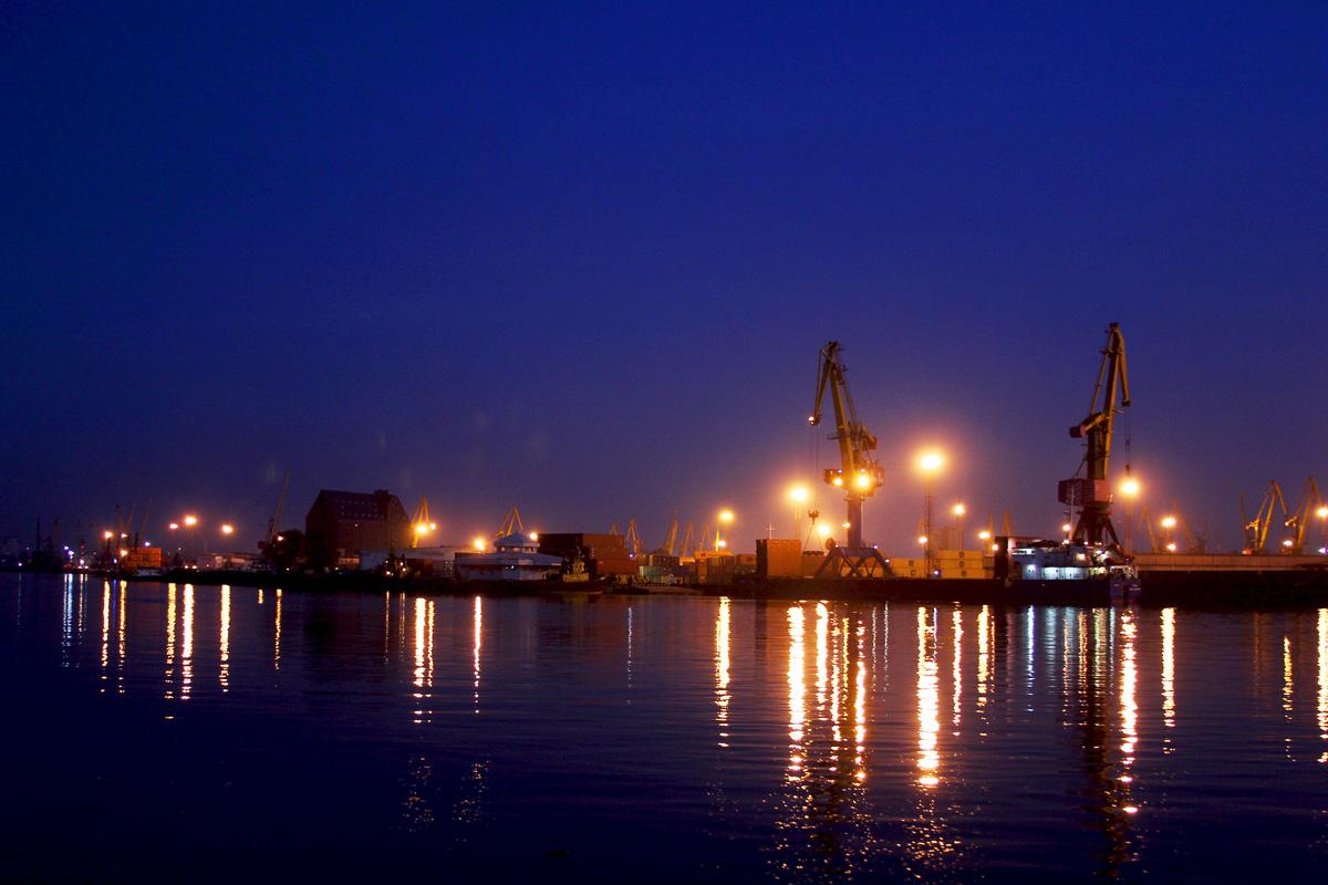 южный порт фото ночью тех, кто только