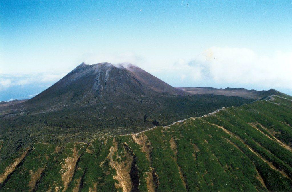 Кунашир - вулкан Тятя.jpg